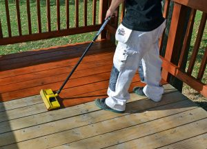 Woodmates Deck Stain Applicator Staining a Deck